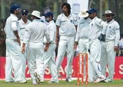 Ishant strikes, Lanka 361 for 6 at lunch