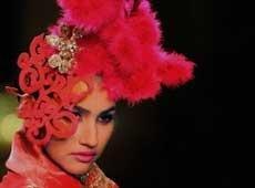 Bollywood stars descend at Manav Gangwani's show