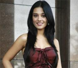 Makeover not an attempt to get roles: Amrita Rao