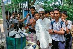 Gandhian sells samosas for  Re 1