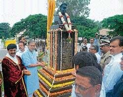 SP Harikrishna's bust unveiled in city