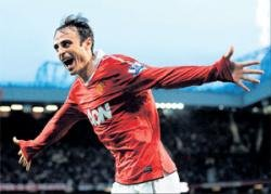 Man United  ease past Newcastle in opener