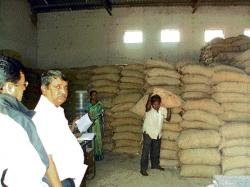 Govt's rice, wheat offer has many takers