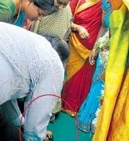 Tourism Minister Janardhan Reddy cleans Sushma Swaraj's