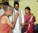 Pejawar Swami visits dalit colony to 'knit' harmony