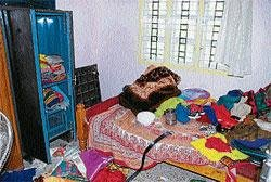 Burglary: Miscreants decamp with booty worth Rs 1.95 lakh