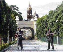 Gun totting private guards for Palace security