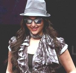 Sonakshi goes western chic for Nari's show