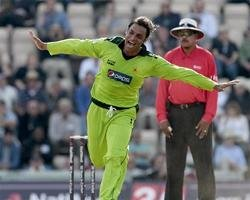 Akhtar caught on camera tampering with the ball: reports