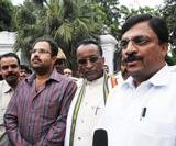 Karnataka dissidents hold ground on eve of trial of strength