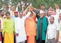 Hindus, Muslims vow to solve row