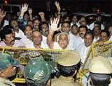 Wary of 'lotus', Congmen  lay siege to CM's house