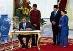 Obama and China play rival suitors to Indonesia