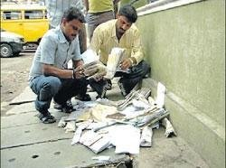 Auto driver drops mail  bag on Residency Road