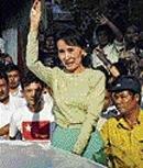 Crowds worry about Suu Kyi