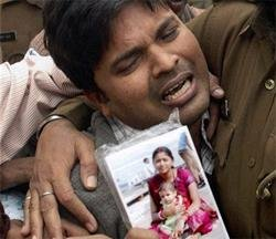 No more aartis please, says blast victim's father