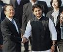 Chinese PM arrives in India, $20 bn deals on cards