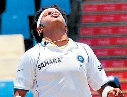 Indian pacemen way off the mark