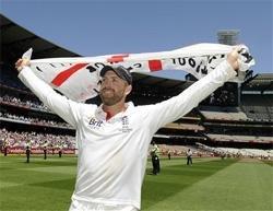 England crush Australia to retain Ashes