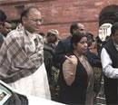 Pranab meets Sushma, Jaitley in a bid to break JPC logjam