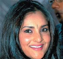 Ban on Ramya lifted, film  industry crisis blows over