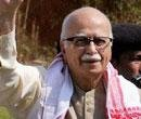 Advani hits out at anti-politician stance of Hazare supporters