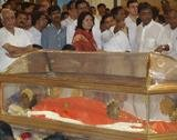VIPs get quick glimpse of Sai Baba while devotees wait hours