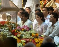 Sachin in tears while paying last respects to Sathya Sai Baba