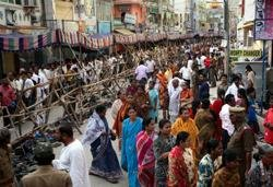 Devotees pour into Puttaparthi, darshan timing extended