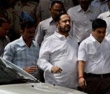Slipper hurled at Kalmadi inside court complex