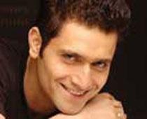 Shiney Ahuja gets bail from Bombay High Court