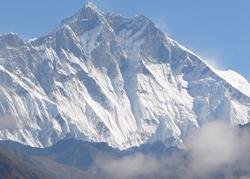 Everest waits for Indian tricolour