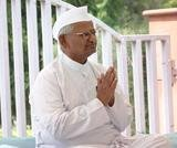 Team Hazare attacks govt as Anna fasts