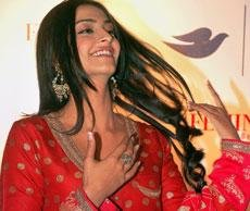 Sonam Kapoor turns 26, gets chocolate cake from sister