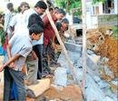 Worker killed in wall collapse at Mudalapalya