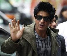 SRK greeted by hysterical fans, performance doubtful at IIFA