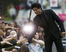 Shah Rukh blames smoking habit on days with theatre