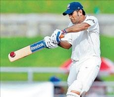 Edwards stands tall as India face stiff resistance
