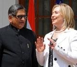 Clinton pushes India on nuclear law, market access