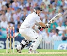 Bell, Pietersen plunder