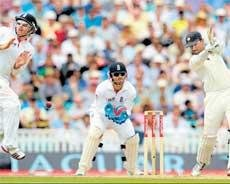 Dravid delays England charge
