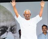 PM bows to Anna movement