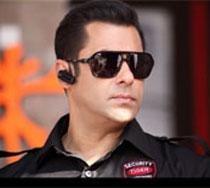 Salman Khan postpones his US trip by a day