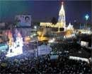 Thousands throng abode of St Mary