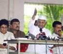 Team Anna again takes on govt