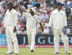 In right spirit, Bell answers call for Dhoni