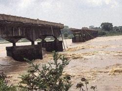 Orissa airdrops food as floods get worse