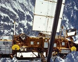 NASA satellite breaks up in plunge to Earth