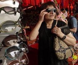 Women get more pleasure in buying bags