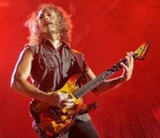 Fans crazy about Metallica, queue up for concert